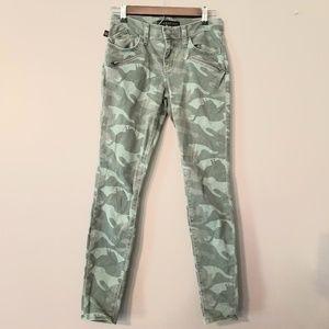 Camo Cropped Pants